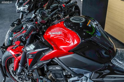 2018-Kawasaki-Z900-ABS-Special-Edition-Candy-Persimmon-Red