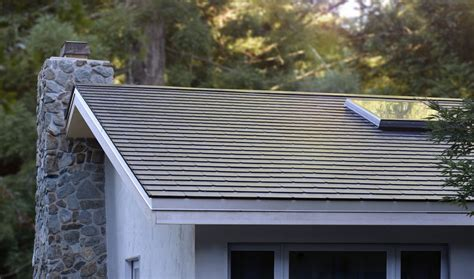 Tesla completes first Solar Roof installations on employee